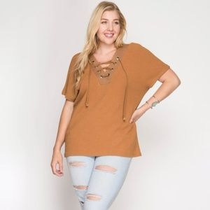 JUST IN! V-NECK BAND AND LACE-UP FRONT TOP